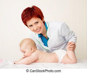 pequeno, bebê, sorrindo, doutor