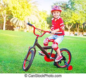 pequeno, bicicleta equitação, cute, menino