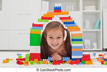pequeno, blocos, menina, tocando