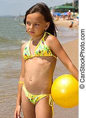 pequeno, bola, praia, menina
