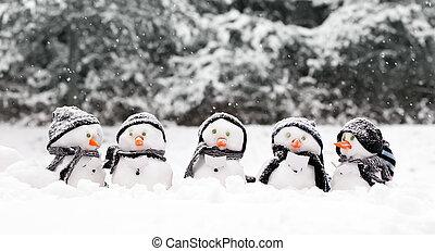 pequeno, bonecos neve, um grupo