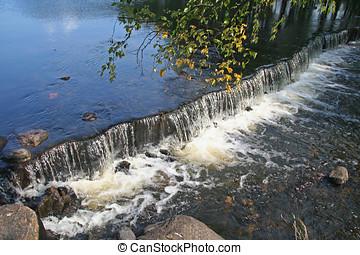 pequeno, cachoeira, em, claro, lago