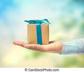 pequeno, caixa presente, ligado, mão