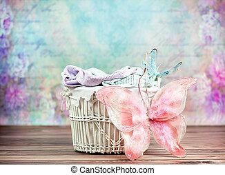 pequeno, cesta feito vime, com, coloridos, fundo