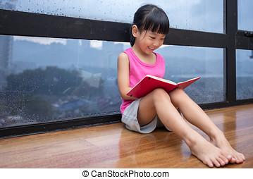 pequeno, chinês, janela, livro, menina asiática, leitura
