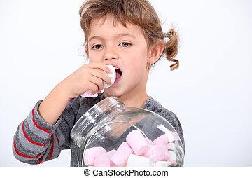 pequeno, comer, menina, marshmallow