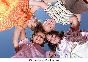 pequeno, crianças, tendo divertimento, ao ar livre