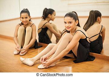 pequeno, dançarinos, começar pronto, para, classe