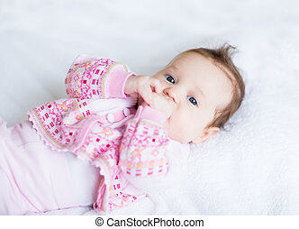 pequeno, dela, doce, mãos, menina bebê, tocando