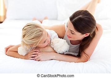 pequeno, dela, jovial, falando, mãe, menina