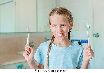 pequeno, escovas, banheiro, dentes, sorrizo, menina