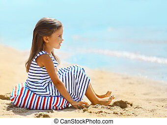 pequeno, foto, viagem, férias, n, menina bonita, desfrutando, praia