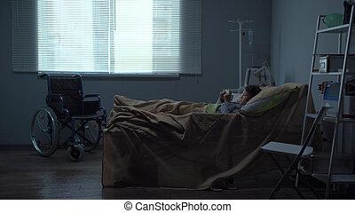 pequeno, hospitalar, mentira, jogo, cama, menina, tabuleta
