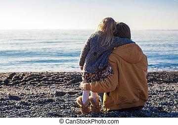pequeno, inverno, pai, ensolarado, costas, menina jovem, ...
