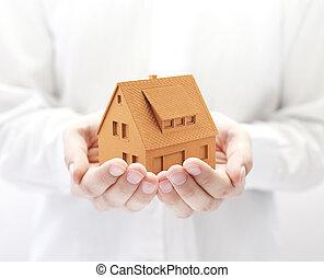 pequeno, laranja, casa, mãos