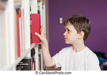 pequeno, library., selecionar, menino, livro