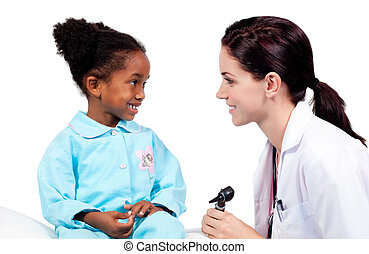 pequeno, médico, assistindo, exame, menina sorri