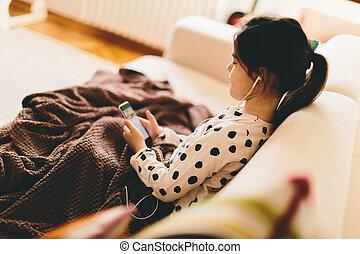 pequeno, música, menina, escutar