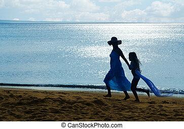 pequeno, mulher, silueta, menina, praia, amanhecer