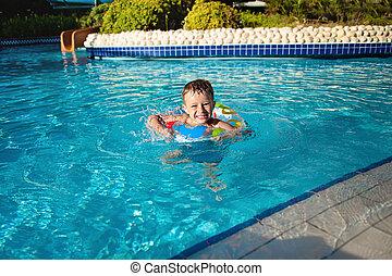 pequeno, recurso, vida, azul, feliz, tem, pool., natação, divertimento, menino, anel