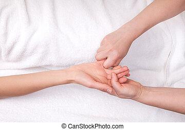 pequeno, relaxante, mulher, terapeuta, dedo, spa, massagem