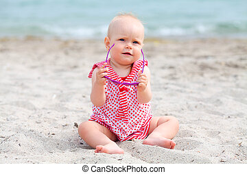 pequeno, senta-se, praia, menina