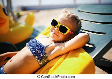 pequeno, sunbathing, sunbed, recurso, menina, piscina