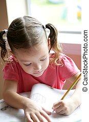 pequeno, toddler, menina escreve escola, escrivaninha