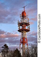 pequeno, torre rádio, em, pôr do sol, ligado, a, oschenberg, bayreuth, germany.