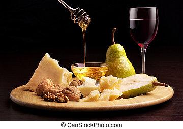 peras, copa, nueces, miel, queso parmesan