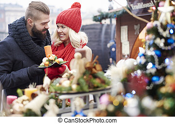 percorrendo, algum, ornamentos natal, ligado, natal, mercado