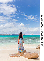 perfect, afbeelding, vrouw, eiland, digue, la, patates, het genieten van, strand, anse, seychelles.