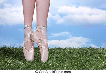 Perfect Ballet Dancer En Pointe With Copy Space