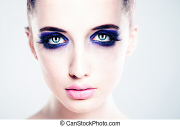 Perfect Face with Artistic Makeup. Beautiful Woman Fashion Model