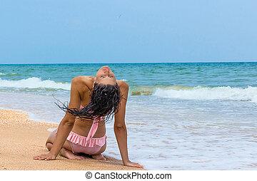 perfect, het kijken, turkoois, vrouw ontspannend, zittende , sunbathing., zon, water, vakantie, back, tropische , ontsnapping, sereen, luxe, oceaan, onder, meisje, het genieten van, strand, paradise.