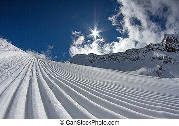 perfectly groomed ski piste - perfectly groomed empty ski ...