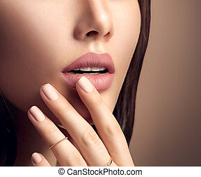 perfecto, moda, natural, lápiz labial, mujer, labios, mate, beige, maquillaje, sensual