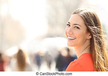 perfeitos, mulher, beleza, rua, dentes, sorrizo, branca