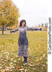 perfeitos, outono, mulher, parque, ao ar livre