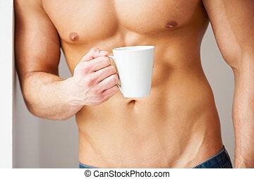 perfeitos,  relax!,  close-up, copo, parede, jovem,  Muscular, enquanto, café, tomar, segurando, inclinar-se,  torso, Minuto, homem
