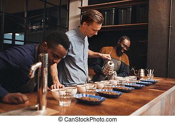 perfeitos, treinamento, roastery, modernos, café, despeje, baristas