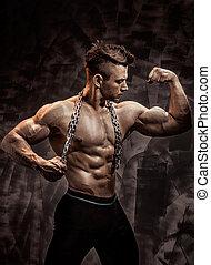 perfekt, koerper, mann, kette, t�towierung, ehrfurchtgebietend, -, bodybuilder, halten, posing.