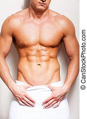 perfekt, stående, närbild, handduk, body., shirtless, ung, mot, bakgrund, höjande, manlig, man