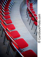 perfekt, stühle, rotes , reihen, gebogen