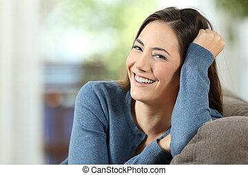 perfekt, woman, aussieht, lächeln, sie, glücklich