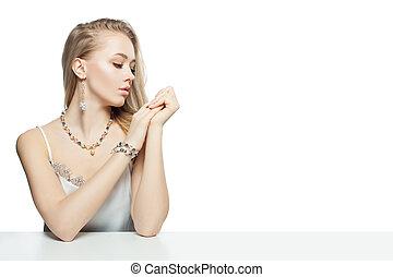 perfetto, carino, gioielleria, donna sedendo, isolato, faccia, fondo., carino, tavola, bianco, ragazza