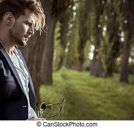 perfil, retrato, de, um, cansadas, relaxar homem, campo