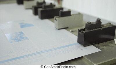 perforatrice, fonctionnement, grand, intérieur, impression, papier, maison, trou