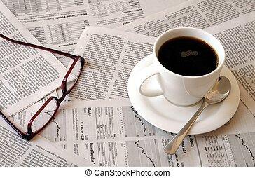 periódico, café, encima