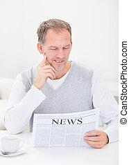 periódico, lectura, hombre maduro